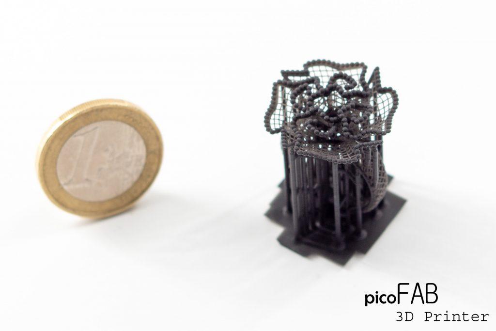 Druk 3D małych części za pomocą PicoFAB.  Zdjęcie za pośrednictwem IDM Lab.