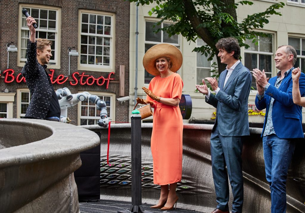 Queen Máxima inaugurates the MX3D Bridge in Amsterdam's Red Light District.  Photo by Jande Groen.