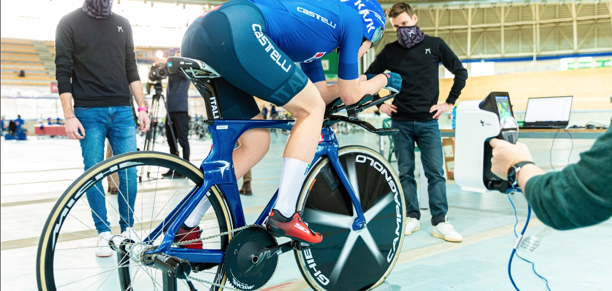 The scans will be used to design a tailor-made handlebar that perfectly fits the athletes' arms to improve aerodynamic efficiencies. Photo via Thor3D.