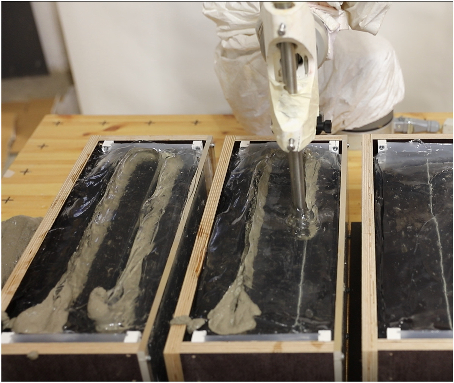 Printing around pre-installed steel reinforcement bars using the I3DCP process. Photo via TU Braunchsweig.