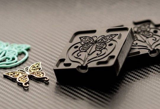 A 3D printed jewelry mold produced using the B9 Core 5 Series XL 3D printer. Photo via B9Creations.