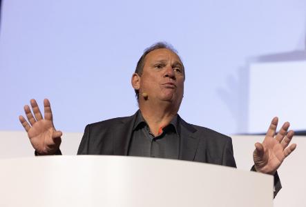 Prof. Dr. Michael Suess addressing the AMTC 2021. Photo via Robert Gongoll/Oerlikon.